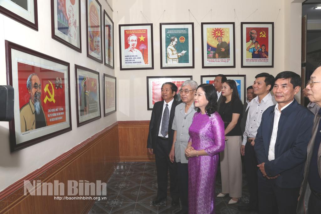 Khai mạc Triển lãm tranh cổ động Hồ Chí Minh cả cuộc đời vì nước vì dân