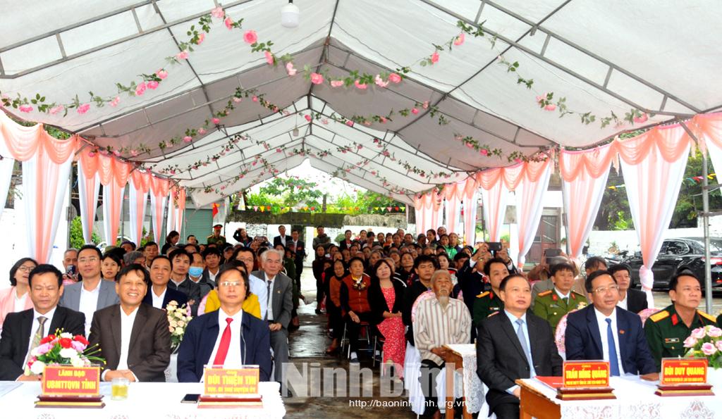 Các đồng chí lãnh đạo tỉnh dự Ngày hội đại đoàn kết toàn dân tộc