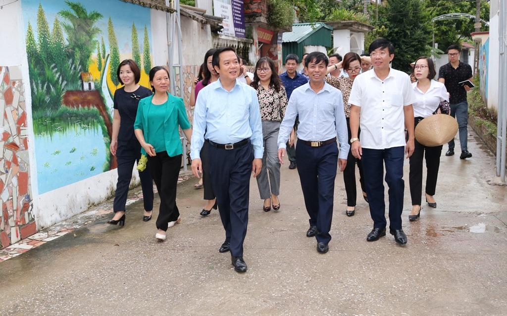 Đồng chí Phó Chủ tịch UBND tỉnh thăm và kiểm tra mô hình Vườn sạch nhà đẹp tại huyện Gia Viễn Hoa Lư