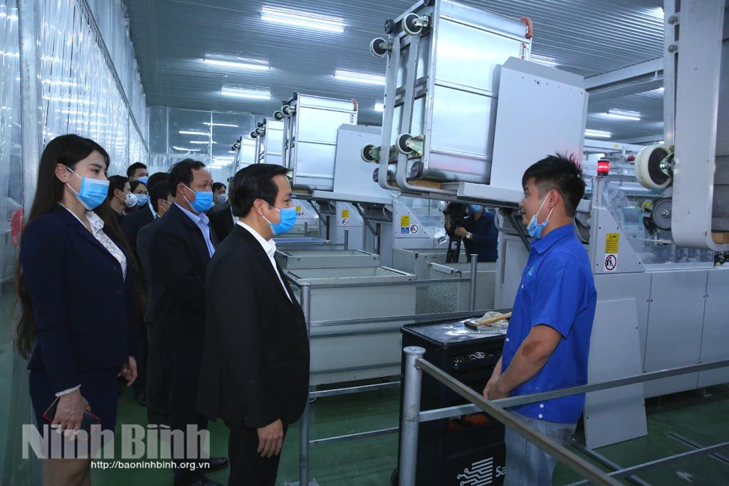 Các đồng chí lãnh đạo tỉnh kiểm tra động viên sản xuất đầu năm