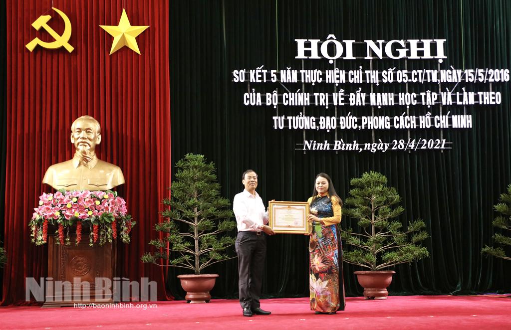 Sơ kết 5 năm thực hiện Chỉ thị 05 của Bộ Chính trị