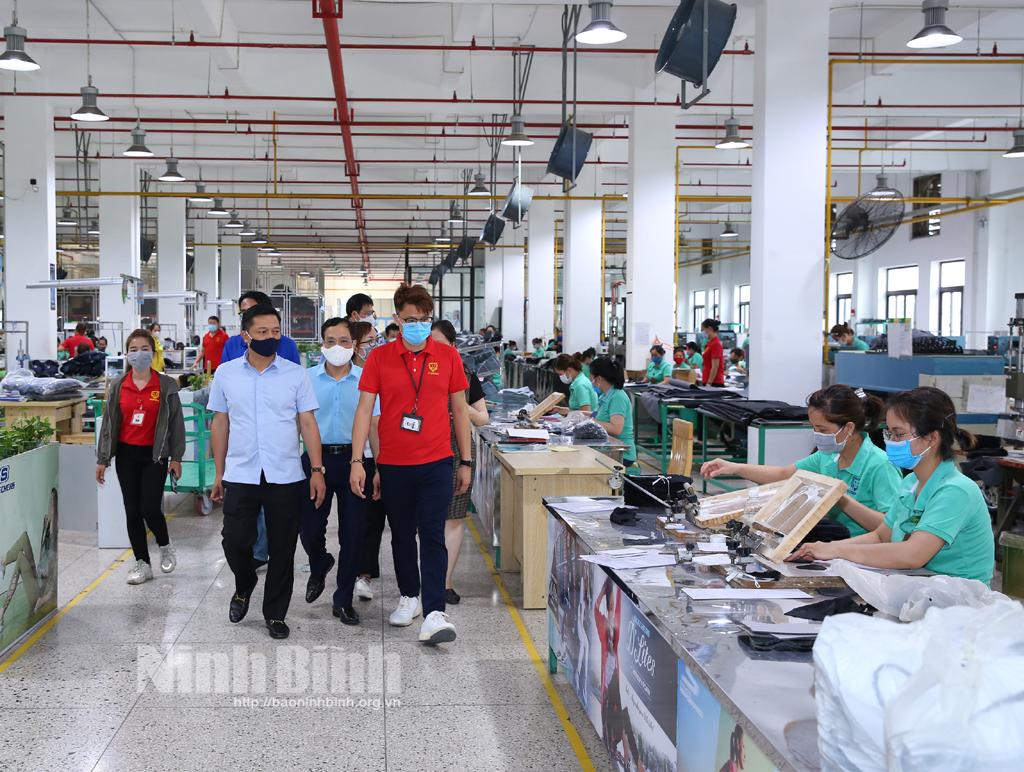 Các đồng chí lãnh đạo tỉnh kiểm tra công tác chuẩn bị bầu cử và công tác phòng chống dịch COVID19