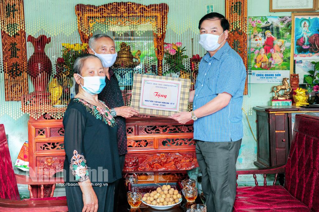 Các đồng chí lãnh đạo tỉnh thăm tặng quà nhân ngày Thương binh liệt sỹ 277