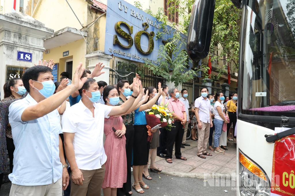 Đoàn cán bộ y tế Ninh Bình lên đường tham gia chống dịch tại thành phố Hồ Chí Minh