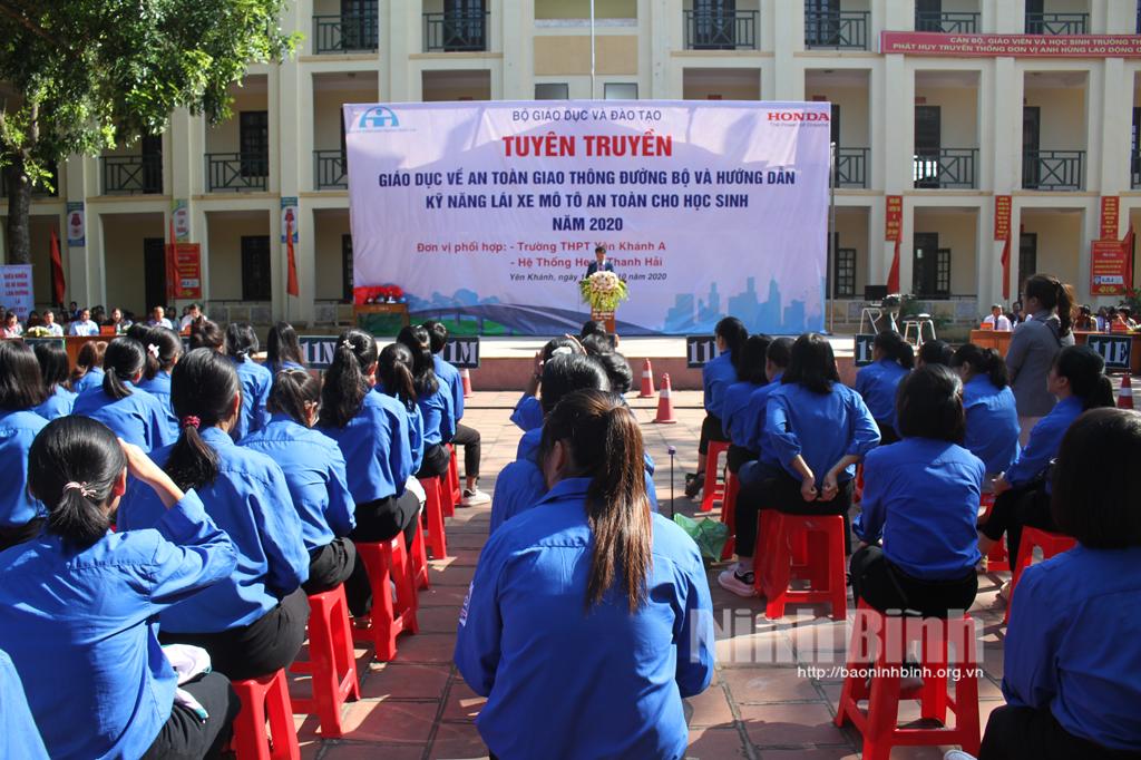 Tuyên truyền, giáo dục về an toàn giao thông cho học sinh THPT