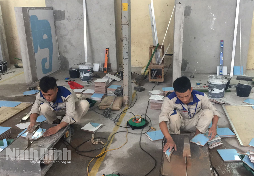 Hai nam sinh Trường Việt Xô đạt giải nhất kỳ thi tay nghề quốc gia
