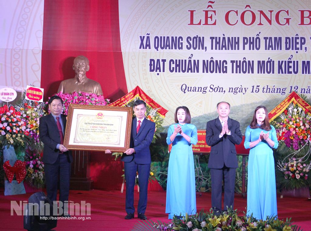 Quang Sơn đón bằng công nhận xã đạt chuẩn nông thôn mới kiểu mẫu