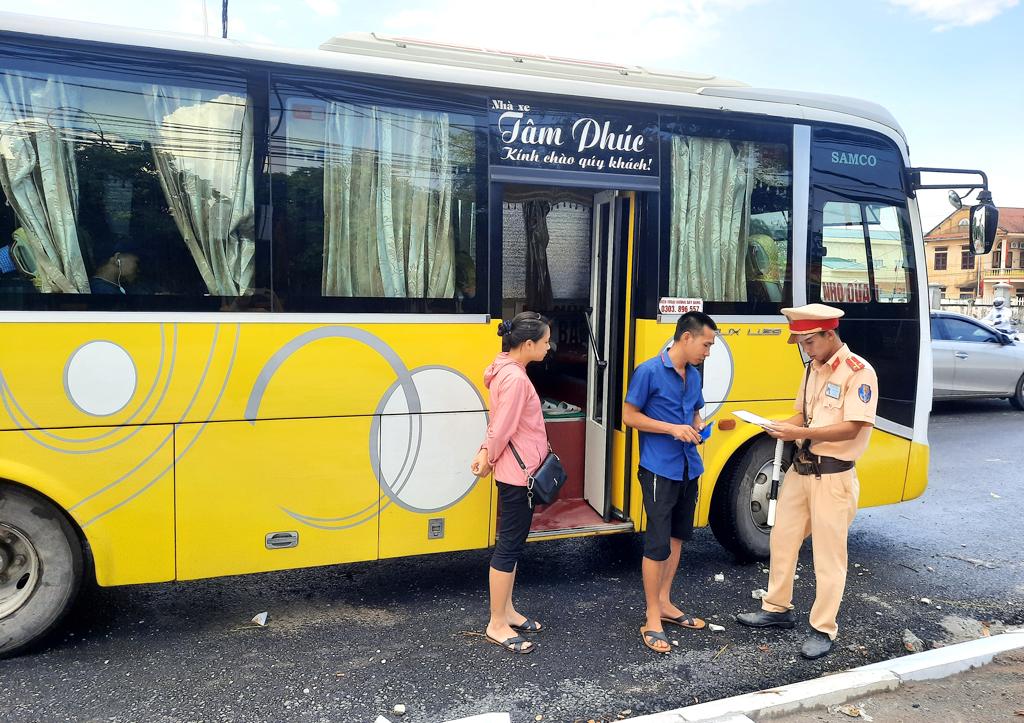 Công an huyện Gia Viễn thực hiện hiệu quả đợt cao điểm tổng kiểm soát phương tiện và xe quá tải