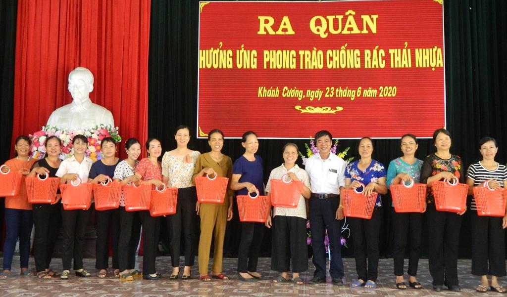 Phụ nữ Yên Khánh ra quân hưởng ứng phong trào Chống rác thải nhựa