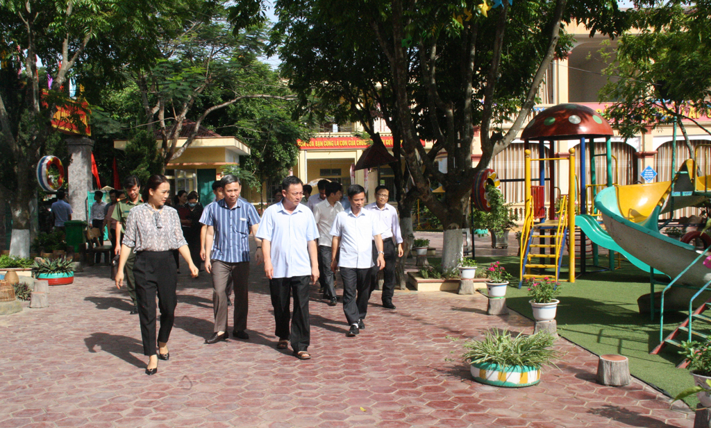 Thẩm định tiêu chí nông thôn mới kiểu mẫu tại xã Quang Sơn