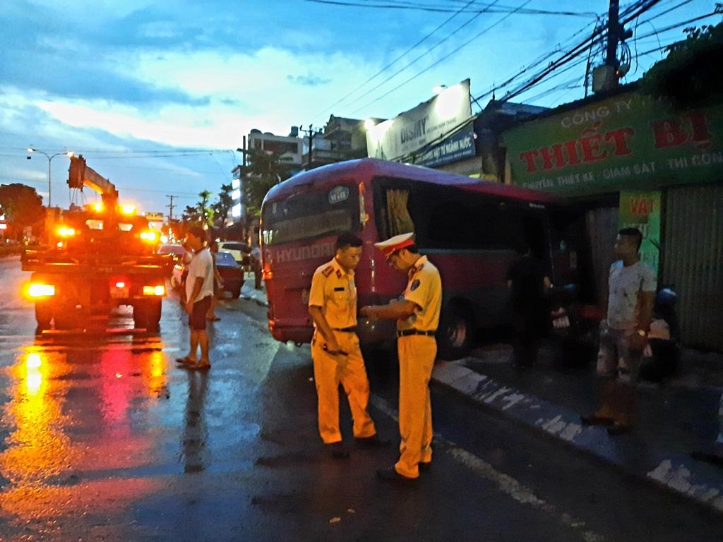 Xe khách đâm liên hoàn trên đường Trần Hưng Đạo