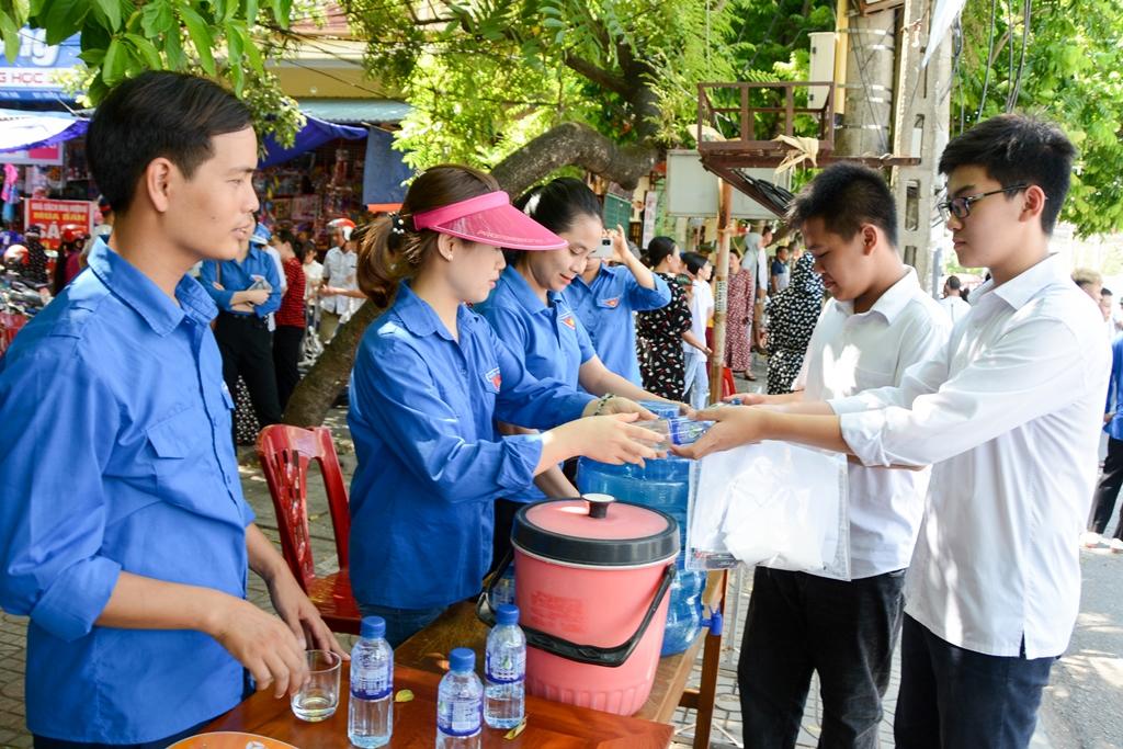 Gần 1.000 đoàn viên thanh niên tỉnh Ninh Bình tham gia tiếp sức mùa thi