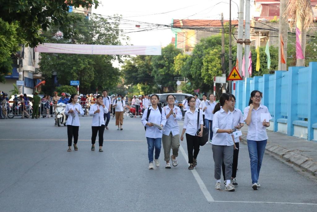 Thí sinh Ninh Bình bước vào ngày thi đầu tiên, kỳ thi tuyển sinh lớp 10 THPT năm học 2020- 2021