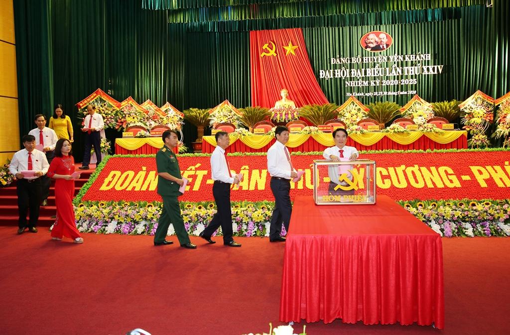 Bầu 39 đồng chí vào Ban Chấp hành Đảng bộ huyện Yên Khánh khóa XXIV