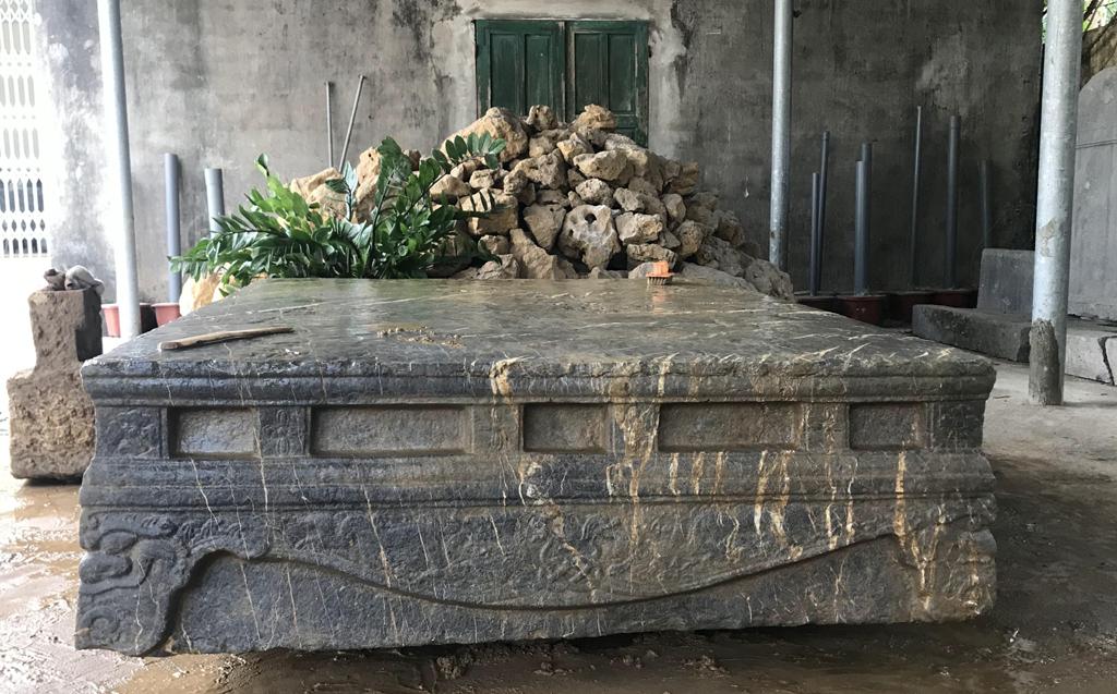 Phát hiện sập đá cổ ở Xích Thổ