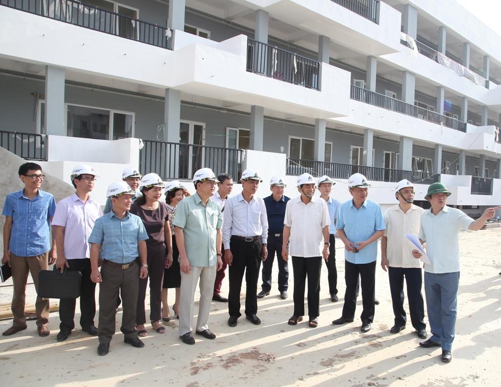 Đồng chí Chủ tịch UBND tỉnh đi thăm, kiểm tra một số công trình, địa điểm