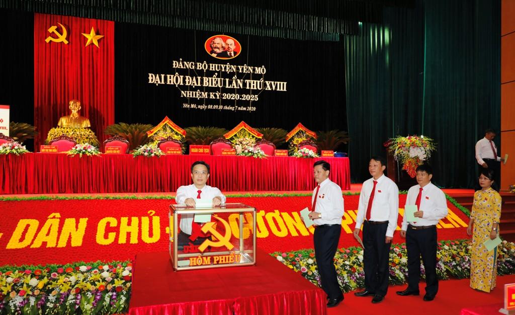 35 đồng chí được bầu vào Ban Chấp hành Đảng bộ huyện Yên Mô khóa mới