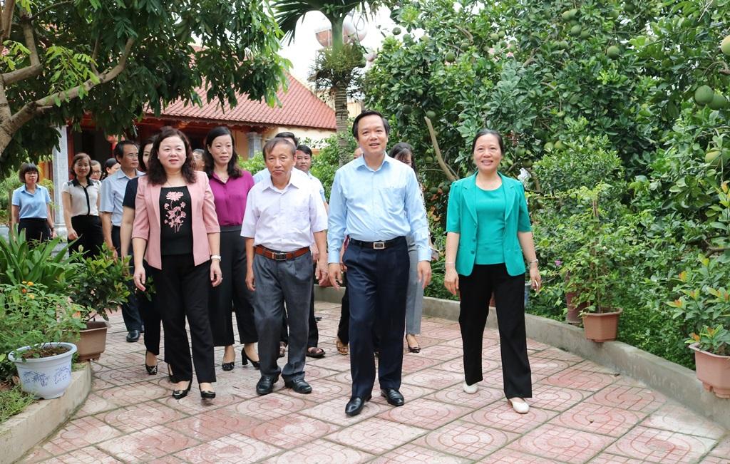 Đồng chí Phó Chủ tịch UBND tỉnh thăm và kiểm tra mô hình