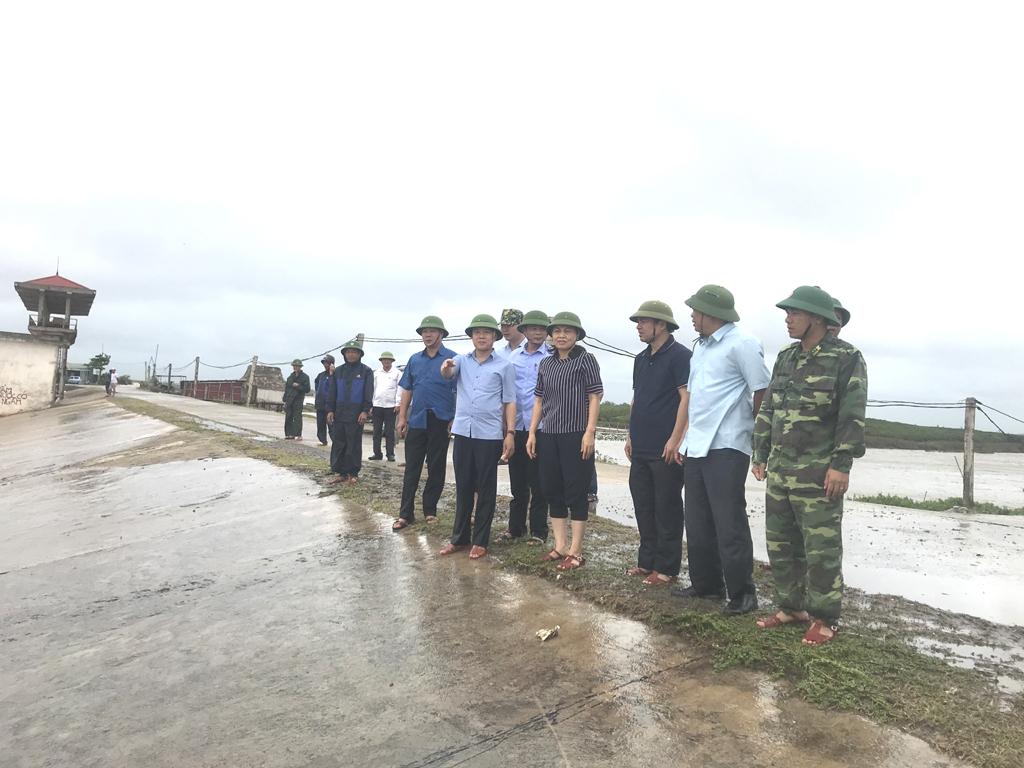 Đồng chí Bí thư Tỉnh ủy kiểm tra công tác phòng, chống cơn bão số 2 tại huyện Kim Sơn