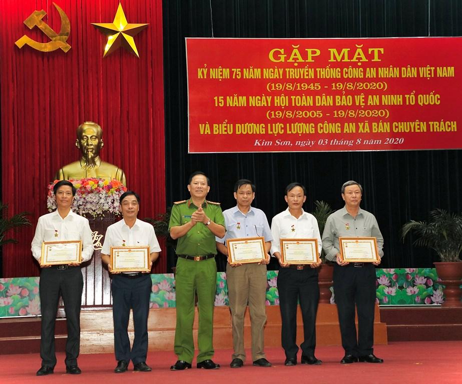 Kim Sơn gặp mặt kỷ niệm 75 năm ngày truyền thống CAND
