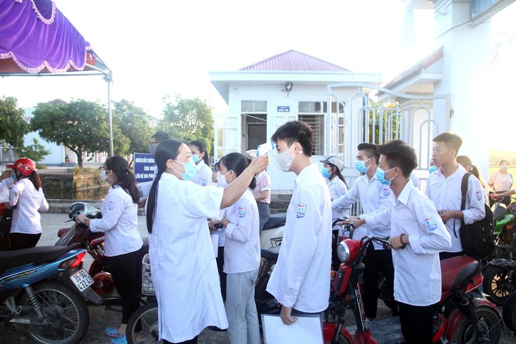 Thí sinh Ninh Bình bước vào ngày đầu tiên của mùa thi