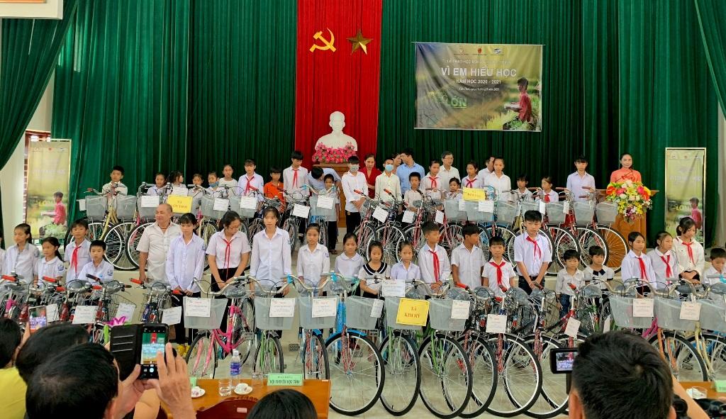 Viettel Ninh Bình trao học bổng