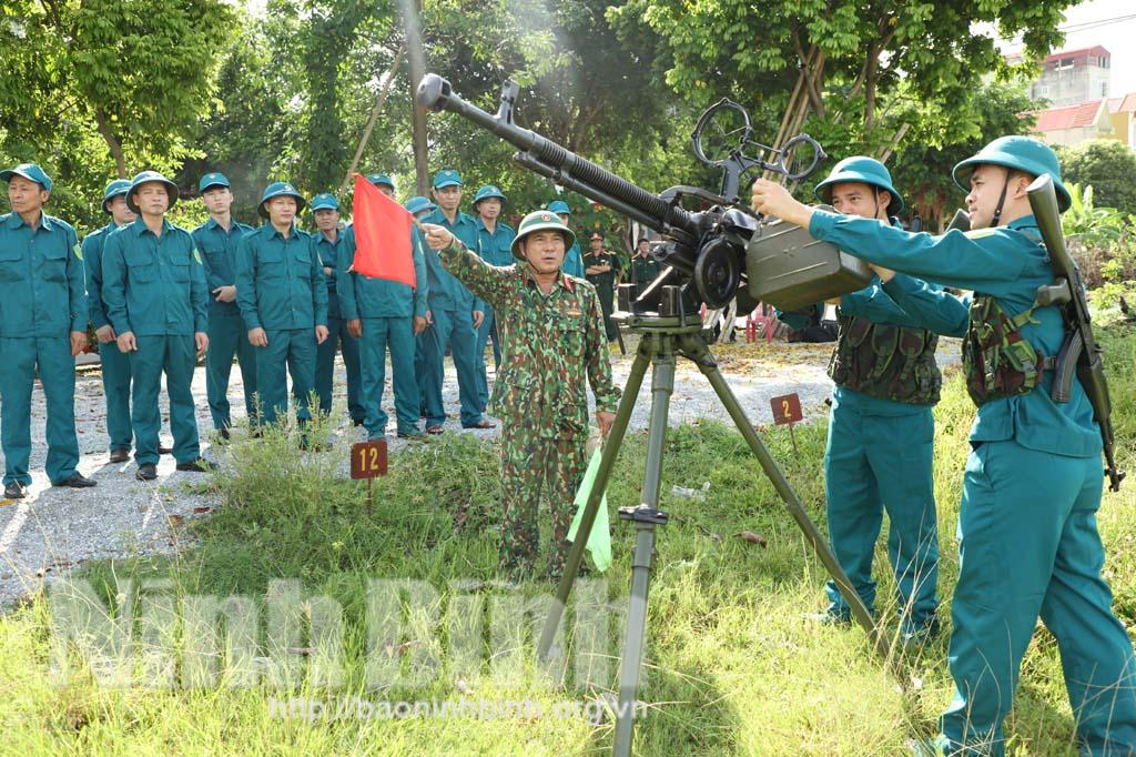Thành phố Ninh Bình khai mạc huấn luyện dân quân tự vệ binh chủng năm 2020