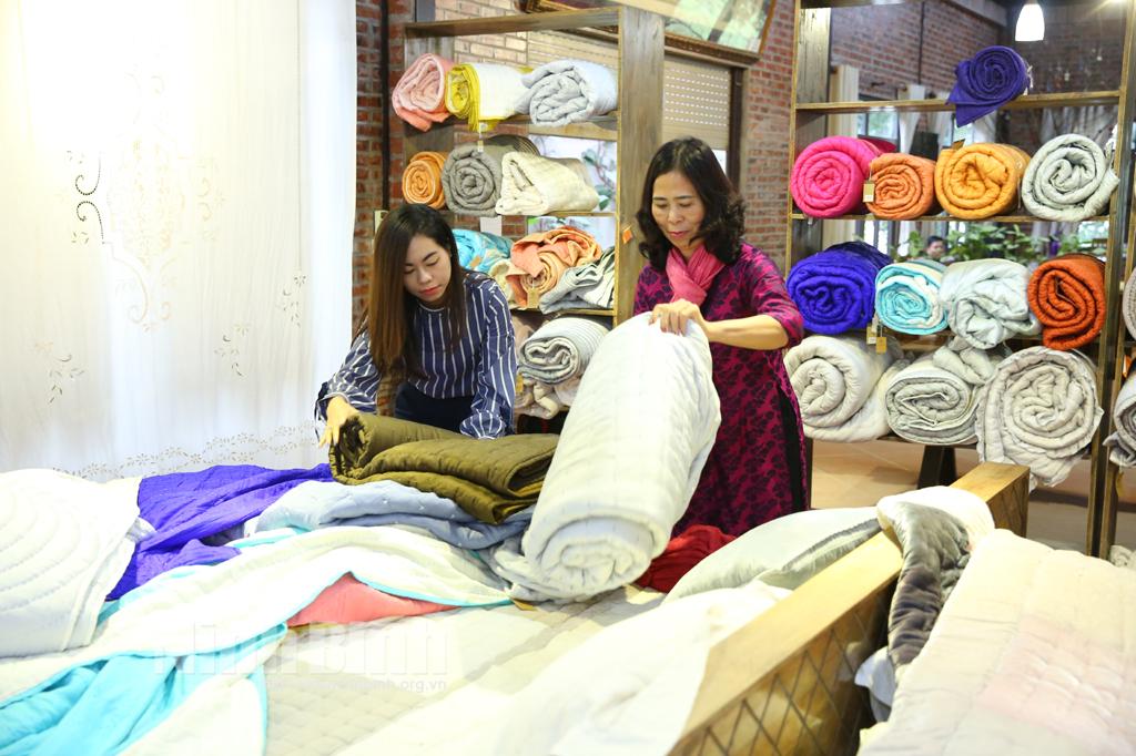 Giữ nét đẹp làng nghề thêu truyền thống