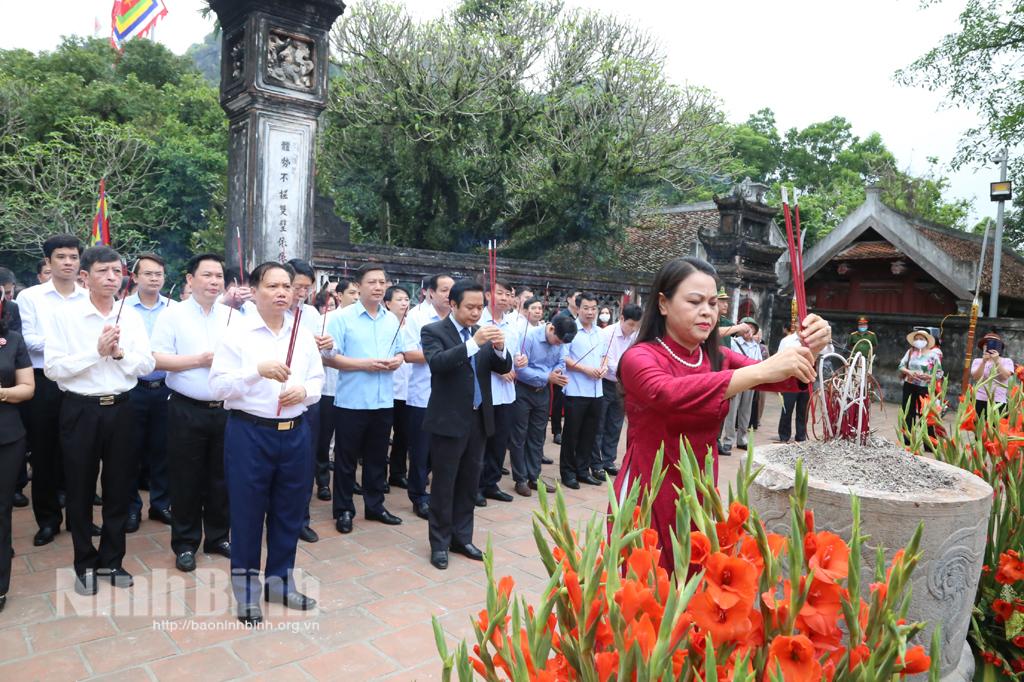 Lễ Dâng hương tại Lễ hội Hoa Lư