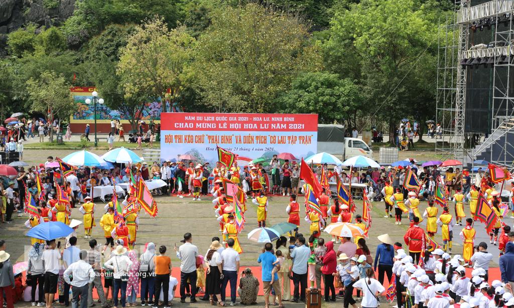 Đa dạng các hoạt động văn hóa tại lễ hội Hoa Lư