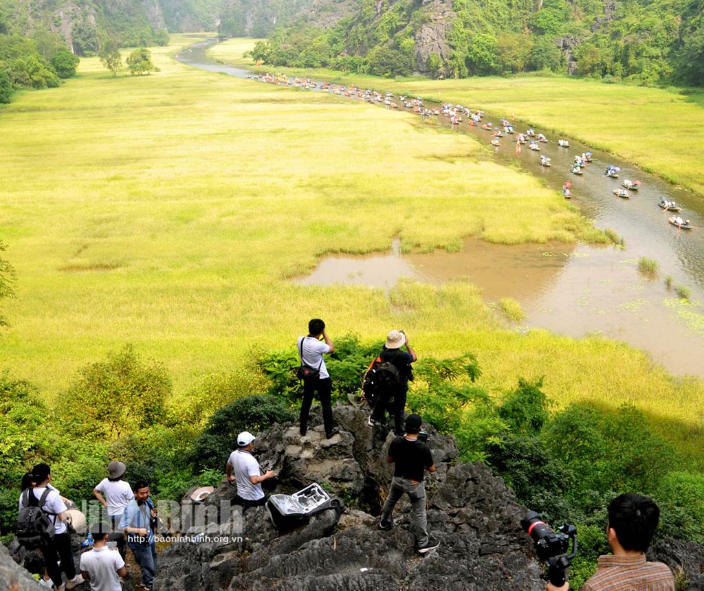 """Sẵn sàng photo tour """"Di sản Văn hóa và Thiên nhiên thế giới Tràng An mùa lễ hội"""""""