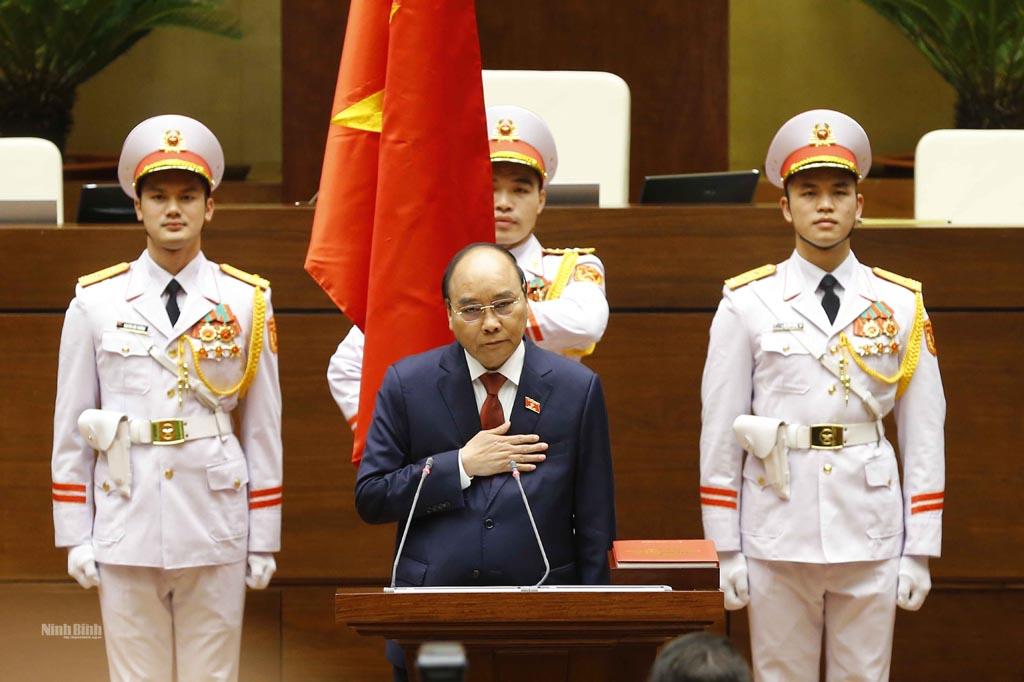 Kỳ họp thứ 11, Quốc hội khóa XIV: Chủ tịch nước Nguyễn Xuân Phúc tuyên thệ nhậm chức