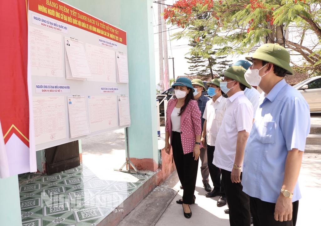 Các đồng chí lãnh đạo tỉnh kiểm tra công tác chuẩn bị cho cuộc bầu cử đại biểu Quốc hội khóa XV và đại biểu HĐND các cấp, nhiệm kỳ 2021- 2026