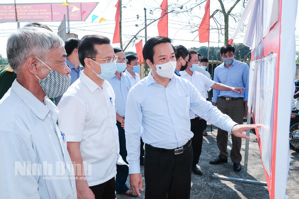 Các đồng chí lãnh đạo tỉnh kiểm tra công tác chuẩn bị bầu cử tại huyện Yên Khánh