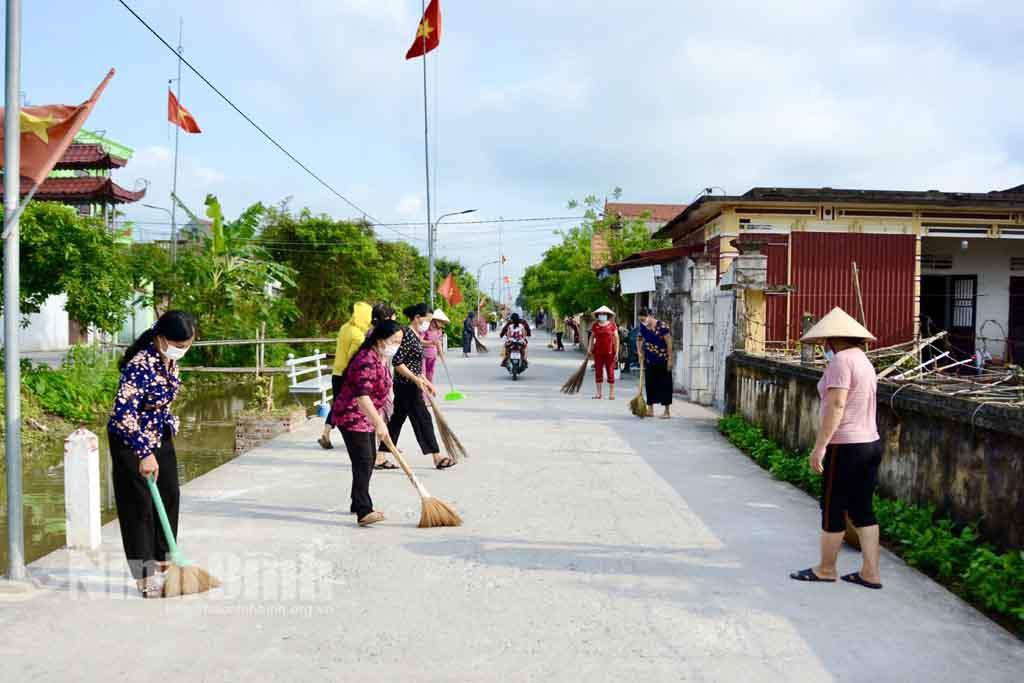 Hội LHPN huyện Kim Sơn phát động ra quân vệ sinh môi trường