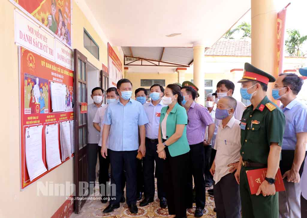 Đồng chí Bí thư Tỉnh ủy kiểm tra công tác chuẩn bị bầu cử tại huyện Kim Sơn và Yên Khánh