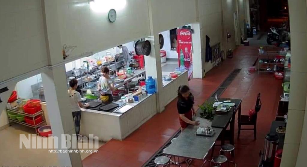 Các quán ăn, hàng quán giải khát vỉa hè, đường phố, khu công cộng tạm dừng dịch vụ tại chỗ từ 0h ngày 28/5