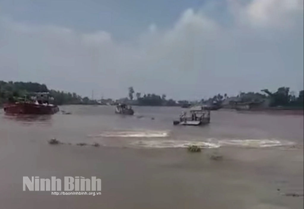 Tai nạn giao thông đường thủy trên sông Đáy khiến 1 người tử vong