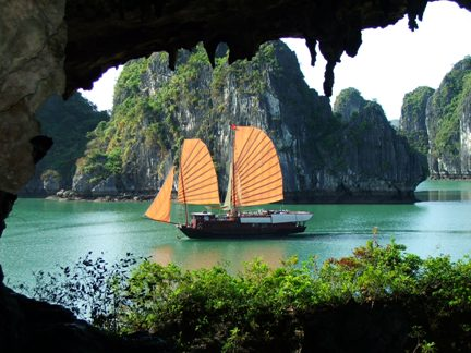 Vietnam one of attractive destinations for tourists in 2013